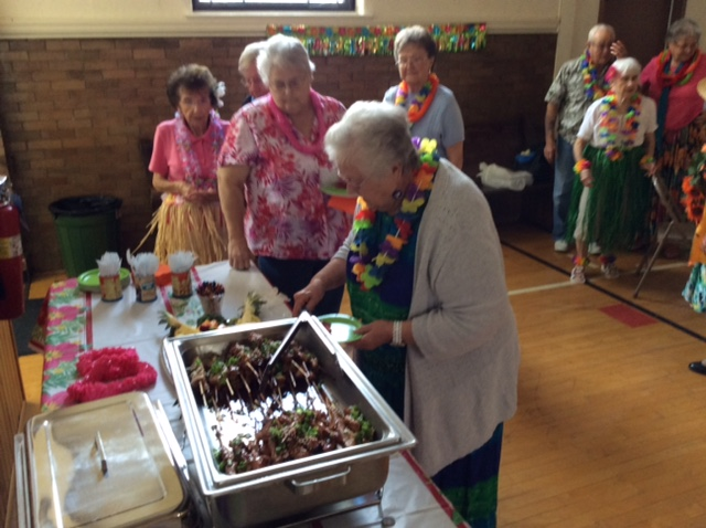 2015 photo luau more guests at refreshment table